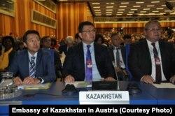 МАГАТЭ-нің 62-конференциясына қатысып отырған Қазақстан делегациясы. Вена,17 қыркүйек 2018 жыл. Қазақстанның Австриядағы елшілігінен алынған сурет.