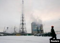 На химзаводе «Стирол» в Горловке в большом количестве содержался аммиак. После того, как Горловка попала под контроль боевиков, компания Ostchem решила освободить хранилища от этого вещества, чтобы не произошло выброса (фото 2009 года)