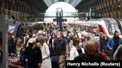 Pamje nga një stacioni treni në Londër.