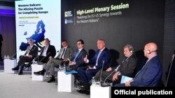 """Претседателски дел од Mеѓународната конференција """"Преспа форум дијалог""""."""