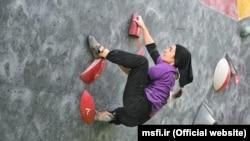 یک زن صخرهنورد (سنگنورد) در مسابقات سال ۹۷