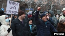 Armenia -- Supporters of the opposition Homeland Salvation Movement demonstrate in Yerevan to demand Prime Minister Nikol Pashinian's resignation, February 20, 2021.
