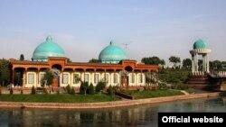 """""""Shahidlar xiyoboni"""" majmui tarkibiga kiruvchi """"Qatag'on qurbonlari xotirasi"""" muzeyi."""
