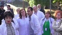 "Лекарите револтирани - ""работиме под Дамоклов меч"""