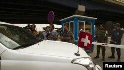 خودروی دیپلماتیک سفارت سوئیس در تهران. عکس از بایگانی