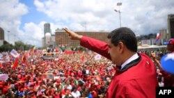 Николас Мадуро, президент Венесуэлы, во время акции в Каракасе.
