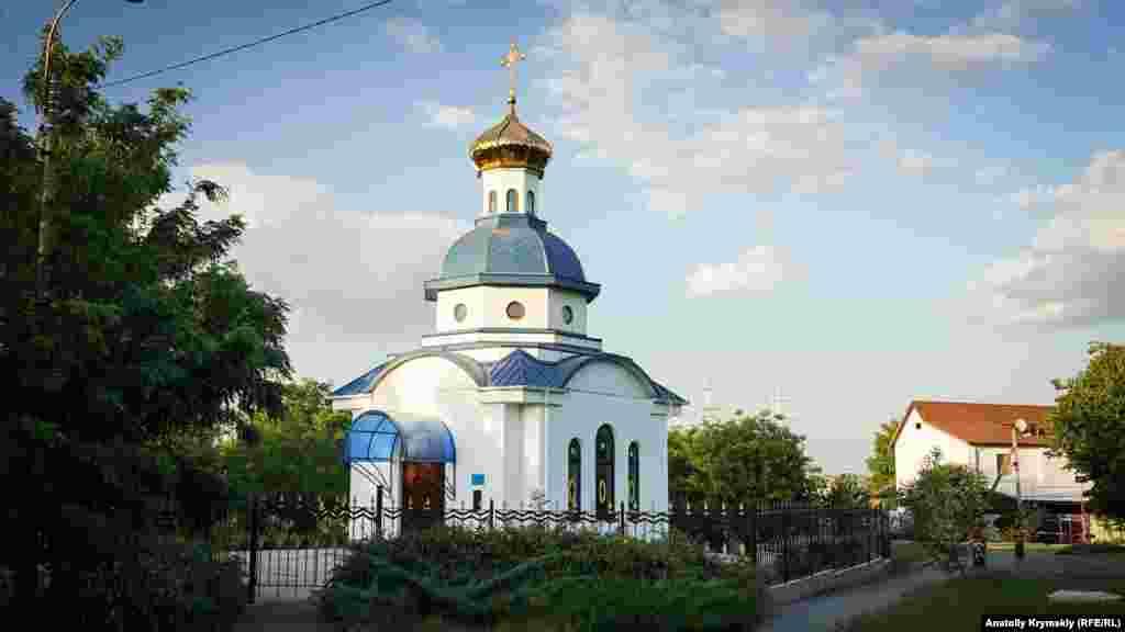 Не видно прихожан и у аэрофлотовской церкви-часовни иконы Божией Матери Одигитрия.