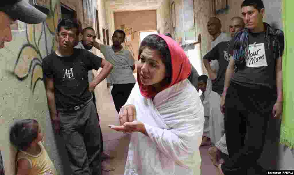 Laila Haidari speaks with drug addicts.