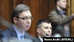 Kryeministri i Serbisë, Aleksandar Vuçiq, majtas