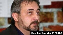 """Demokratiýany we adam hukuklaryny ösdürmek boýunça institutyň"" prezidenti Ýuriý Jibladze."