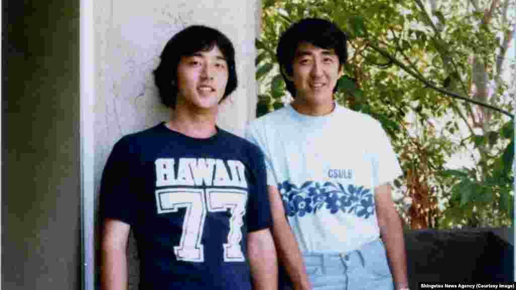 Сіндзо Абе– нинішній прем'єр-міністр Японії (праворуч)– свого часу вивчав основи державної політики в Південній Каліфорнії