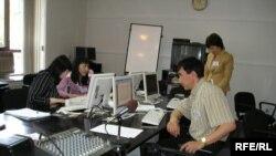 لور گرن خبرنگار فرانسوی از مشکلات خبرنگاران خارجی در ایران می نویسد. عکس از خبرگزاری (RFE/RL).