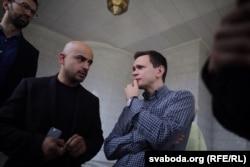 Мустафа Найем и Илья Яшин на похоронах Павла Шеремета