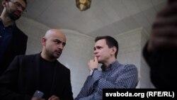 Расейскі апазыцыянэр Ільля Яшын (справа) і журналіст і дэпутат Вярхоўнай Рады Мустафа Найем
