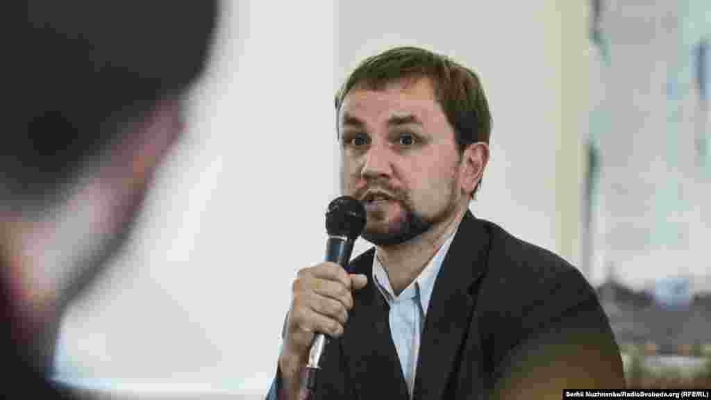 Володимир В'ятроович – голова Українського інституту національної пам'яті під час відкриття виставки «В'язні сумління»