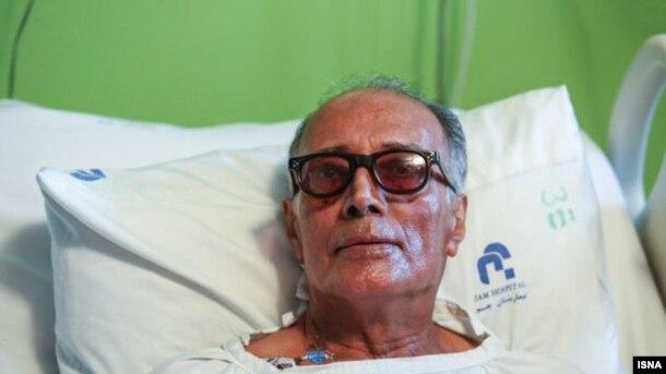 عباس کیارستمی از اسفند پارسال با بیماری گوارشی دستوپنجه نرم میکرد و روند درمان وی به گونهای پیش رفت که بیماری وی نه تنها بهبود نیافت بلکه تشدید نیز شد.