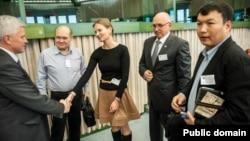 Владимир Козлов (второй справа) на конференции по Жанаозенским событиям в Европарламенте. 7 марта 2012 года.
