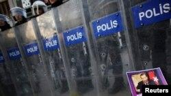 Թուրքիա - Ոստիկանները Ստամբուլում հակակառավարական բողոքի ակցիայի ժամանակ, արխիվ
