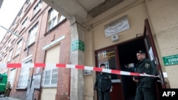 Germany -- Policemen stand in front of an Islamic Cultural Club in Berlin's Wedding district, 08Sep2011