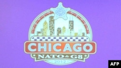 Чикагода өтетін НАТО саммитінің белгісі.