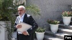 جعفر توفیقی در هفتههای اخیر هدف حملات شدید اصولگرایان قرار گرفته بود.
