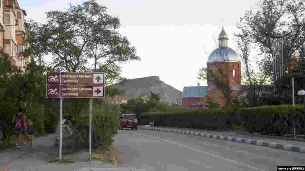 Въезд в центральную часть поселка