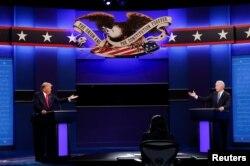 Дональд Трамп и Джо Байден во время второго тура предвыборных дебатов