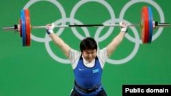 Тяжелоатлетка из Казахстана Жазира Жаппаркул на Олимпиаде в Рио. 10 августа 2016 года.
