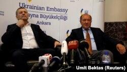 Ахтем Чийгоз и Ильми Умеров на пресс-конференции в Анкаре, 26 октября 2017 года