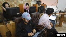 Иллюстративное фото. Интернет-кафе в Тегеране.