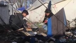 Migranti u iščekivanju premještanja iz 'Vučjaka'