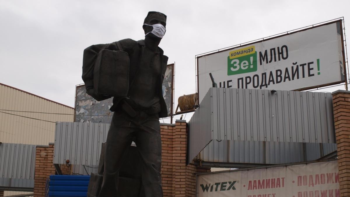«Первым пятидесяти – бесплатная настойка от коронавируса!»: зачем Донецк поставил пандемию на игнор