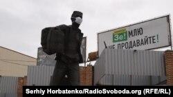 Памятник «Первым предпринимателям 90-х»