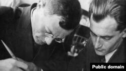 Илья Ильф и Евгений Петров, 1932 (фото: Е. Лангман)