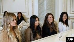 В соцсетях и в прессе активно обсуждают финансирование поездки и слова Левона Зурабяна о том, что «Ким Кардашьян сделала для признания геноцида армян больше, чем некоторые государственные мужи»