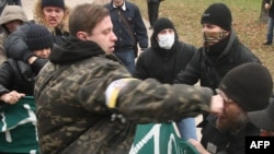 Right-wing ultrantionalists exchanged punches with the antifascist protesters.