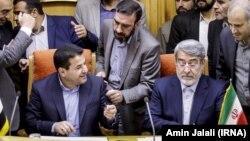 Встреча министра внутренних дел Ирана Абдолрезы Рахмани Фазли (справа) со своим иракским коллегой Касимом аль-Араджи. Тегеран, 13 августа 2017 года.