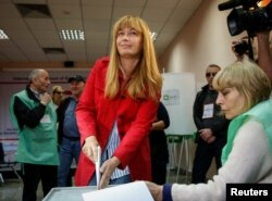 """Михаил Саакашвилидің әйелі Сандра Рулофс """"Біртұтас ұлттық қозғалыс"""" кандидаты ретінде сайлауға түсті. Тбилиси, 8 қазан 2016 жыл."""