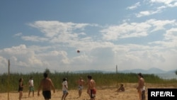 Од џебот зависи – кој каде ќе игра одбојка на плажа?
