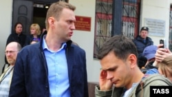 Алексей Навальный һәм Илья Яшин