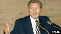 Președintele Emil Constantinescu la conferința de presă de la Europa Liberă