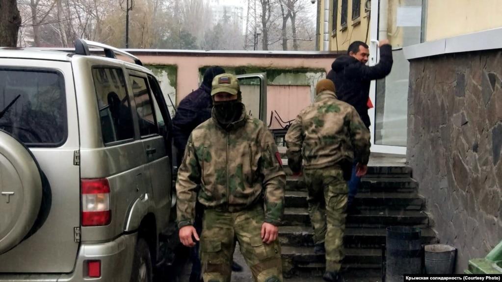 В Крыму на 5 суток арестовали адвоката Эмиля Курбединова