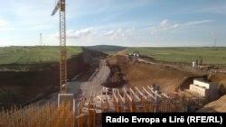 Pamje gjatë punimeve të autostradës Morinë - Merdar...