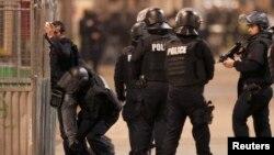 Французька поліція під час операції, 18 листопада 2015 року