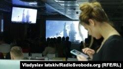 Cпільний перегляд трансляції запуску Falcon Heavy у Києві, коментував Андрій Музиченко, Київ, 6 лютого 2018 року