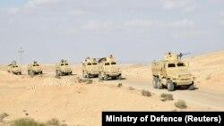 Vehicule militare egiptene în Sinai