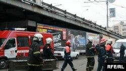 "У метро ""Парк культуры"". 29 марта 2010"