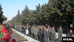 Траурное шествие вдоль Аллеи Шехидов