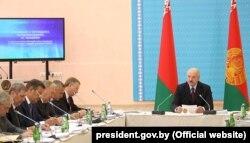 Аляксандар Лукашэнка падчас нарады аб ходзе выканананьня даручэньняў па комплексным разьвіцьці Аршанскага раёну. 13 жніўня 2018 году