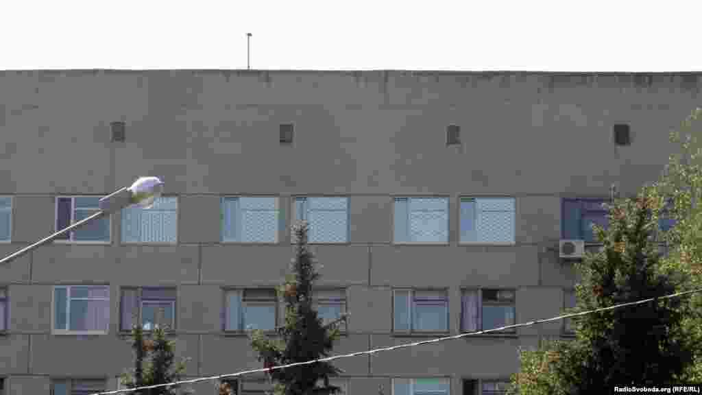 Грати на вікнах, де лікують Тимошенко